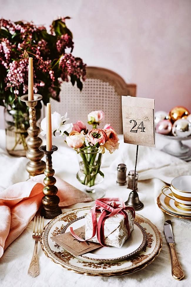 Wigilijne nakrycie stołu na uroczystą  kolację