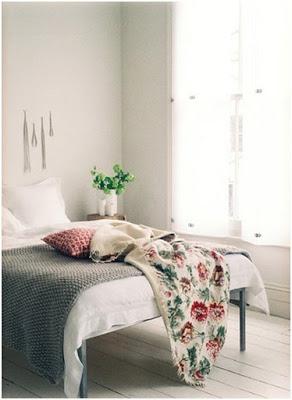 sypialnia-z-odrobiną-koloru