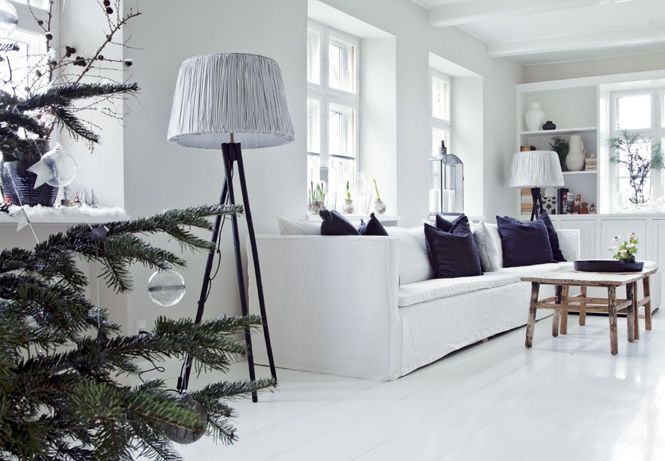 hvid-sofa-inspiration-jul-stue-IvElrHqYQcvhzl7od0BGoQ